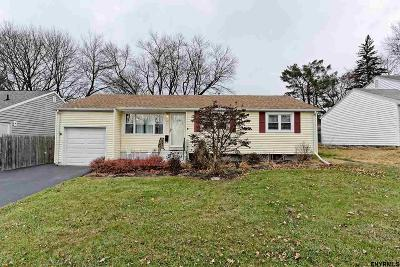 Colonie Single Family Home For Sale: 11 Dover Dr