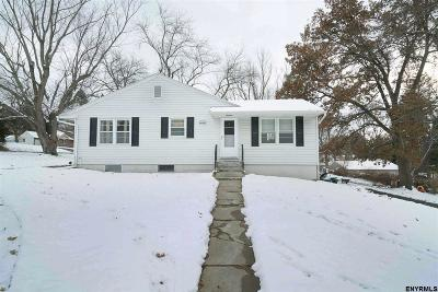 Colonie Single Family Home For Sale: 324 Albany Shaker Rd