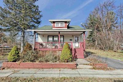 Schenectady County Single Family Home For Sale: 384 Bradford Rd
