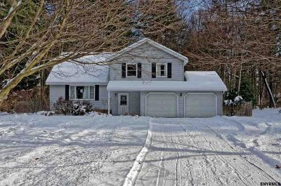 Saratoga County Single Family Home For Sale: 67 Meadow Rue Pl