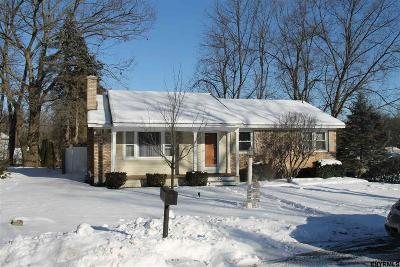 Colonie Single Family Home For Sale: 30 Bonner Av