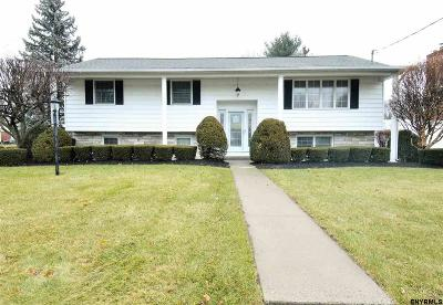 Colonie Single Family Home New: 2 Surfwood Dr