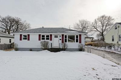 Colonie Single Family Home For Sale: 17 Amboy Dr