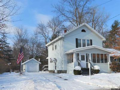 Niskayuna Single Family Home For Sale: 817 Oregon Av