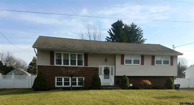 Colonie Single Family Home For Sale: 21 Kennedy Dr