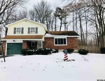 Guilderland Single Family Home For Sale: 5306 Hickory Dr