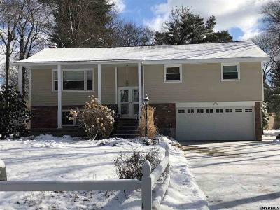 Niskayuna Single Family Home For Sale: 936 Northumberland Dr