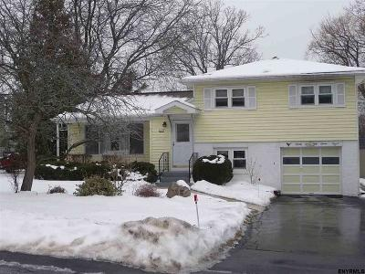 Niskayuna Single Family Home For Sale: 2257 Van Rensselaer Dr