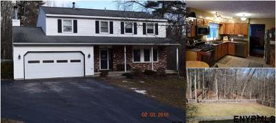 Colonie Single Family Home For Sale: 57 Laura Dr