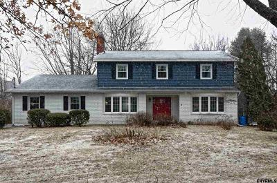 Guilderland Single Family Home For Sale: 104 Picturesque Pkwy