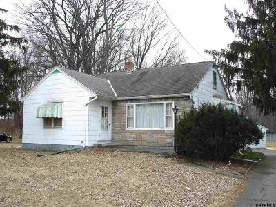 Single Family Home For Sale: 814 Troy Schenectady Rd