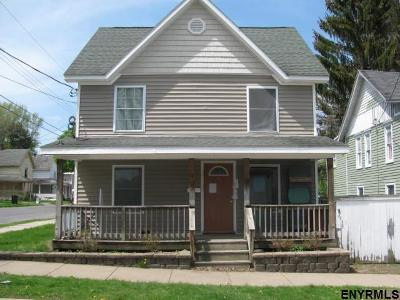 Gloversville Single Family Home For Sale: 35 Helwig St