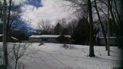 Kinderhook NY Single Family Home For Sale: $149,900