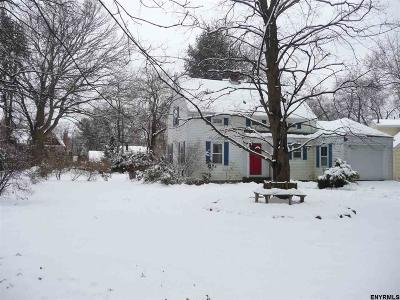Niskayuna Single Family Home For Sale: 2004 Hoover Rd