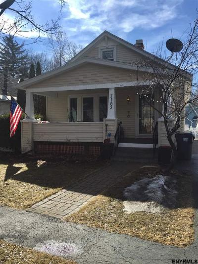 Niskayuna Single Family Home For Sale: 2182 The Plaza