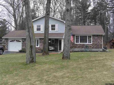 Guilderland Single Family Home For Sale: 4013 Lynnwood Ct