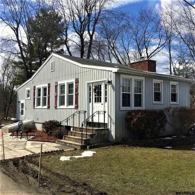 East Greenbush Single Family Home For Sale: 15 Englewood Av