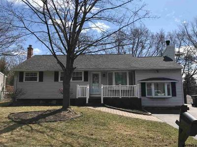 Colonie Single Family Home For Sale: 12 Castle Ct