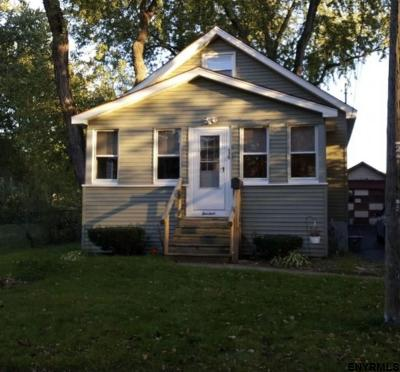 Colonie Single Family Home For Sale: 14 Oliver St