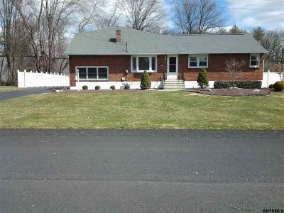 Guilderland Single Family Home For Sale: 147 Vaughn Dr
