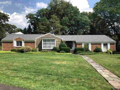Single Family Home For Sale: 16 Momrow Ct