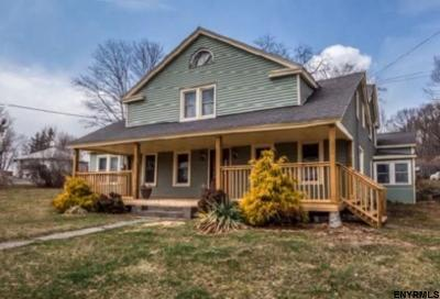 Colonie Single Family Home For Sale: 562 Old Loudon Rd