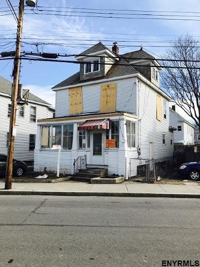 Schenectady Single Family Home For Sale: 1055 Chrisler Av