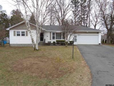 Colonie Single Family Home For Sale: 8 Deerwood Dr