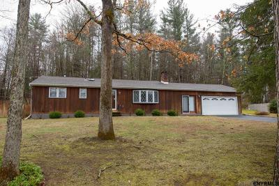 Rensselaer County Single Family Home New: 137 Edgewood Dr