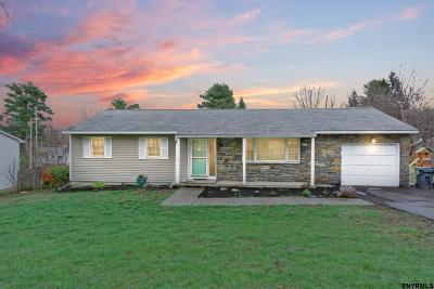 East Greenbush Single Family Home For Sale: 32 Berkshire Dr