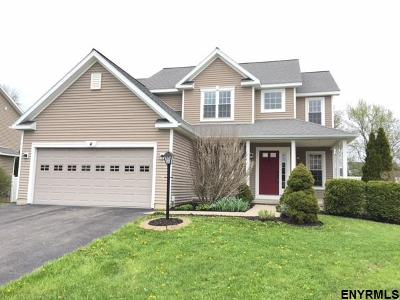 East Greenbush Single Family Home For Sale: 4 Redwood Ct