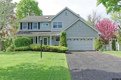Guilderland Single Family Home For Sale: 406 Liberty Ct
