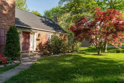 Niskayuna Single Family Home For Sale: 1338 Hawthorn Rd