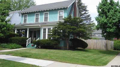 Single Family Home Pend (Under Cntr): 44 Hawthorne Av