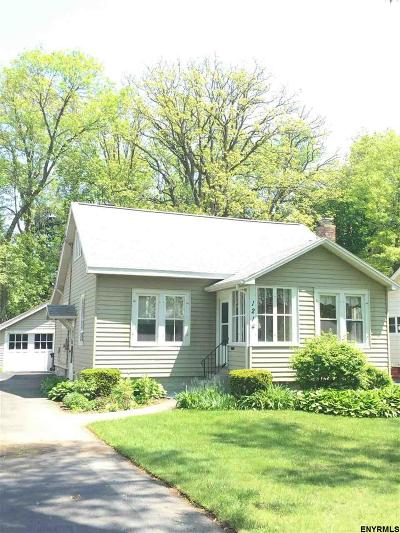 Niskayuna Single Family Home For Sale: 1214 S Country Club Dr