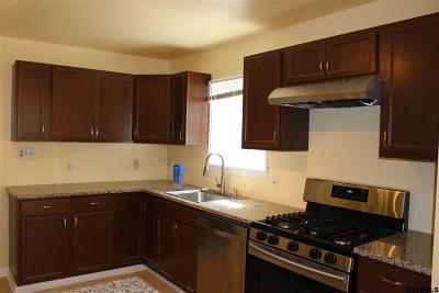 Niskayuna Single Family Home For Sale: 2 Castine St