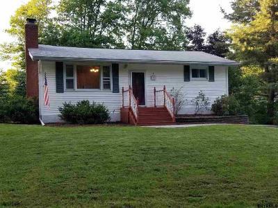 Niskayuna Single Family Home For Sale: 1229 Jason La