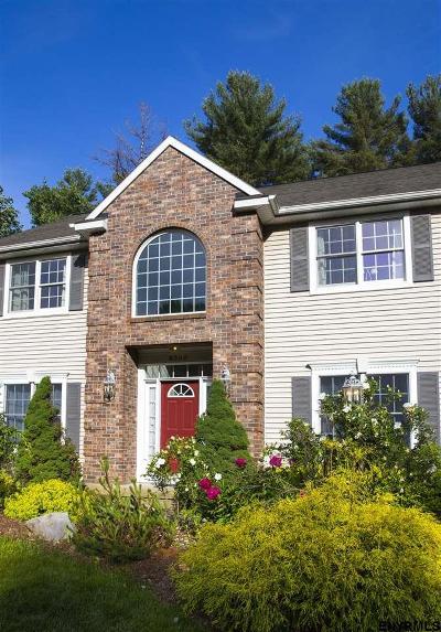 Guilderland Single Family Home For Sale: 6006 Baneberry Dr