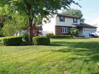 Colonie Single Family Home For Sale: 2 Huntleigh Dr