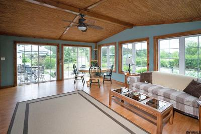 Rensselaer County Single Family Home For Sale: 924 Stony Point Rd