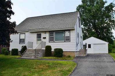 Colonie Single Family Home For Sale: 100 McNutt Av