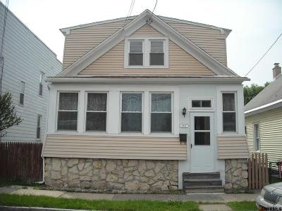 Watervliet Single Family Home For Sale: 2515 7th Av
