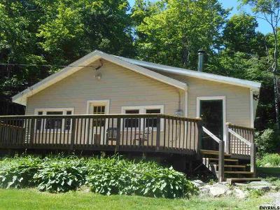 Saratoga County Single Family Home For Sale: 10 Highview Av
