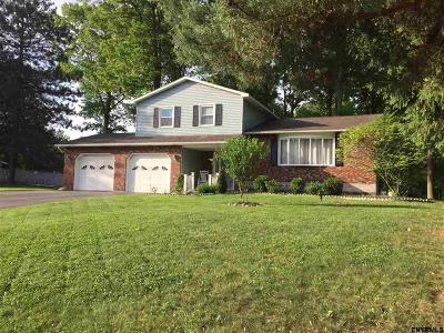 Niskayuna Single Family Home For Sale: 799 Huntingdon Dr