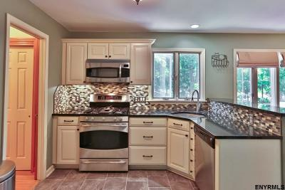 Niskayuna Single Family Home For Sale: 1000 Niskayuna Rd