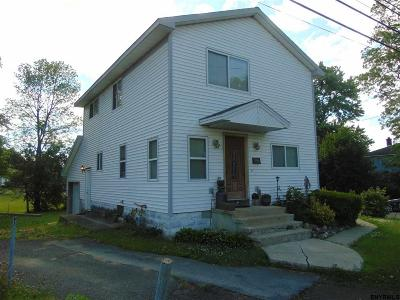 Niskayuna Single Family Home For Sale: 3817 Albany St