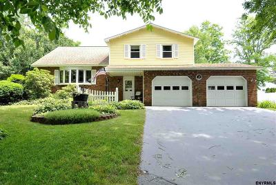 Niskayuna Single Family Home For Sale: 790 Huntingdon Dr