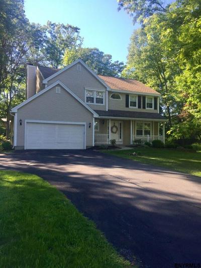 Niskayuna Single Family Home For Sale: 841 Red Oak Dr