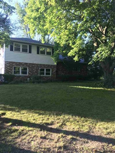 Colonie Single Family Home For Sale: 86 Marie Pkwy