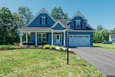 Single Family Home For Sale: 102 Dutchman Ln